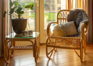 rotan stoel Belse retro met vierkant tafeltje